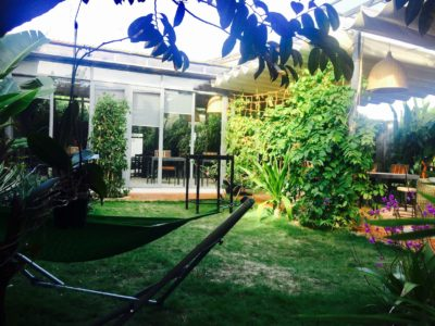 Glasshouse with 360° Garden View